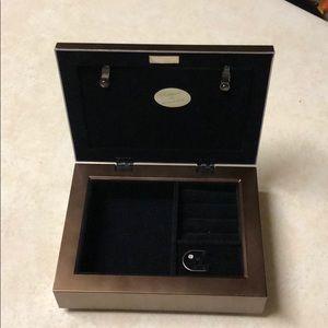 Jewelry - Beautiful musical jewelry storage box